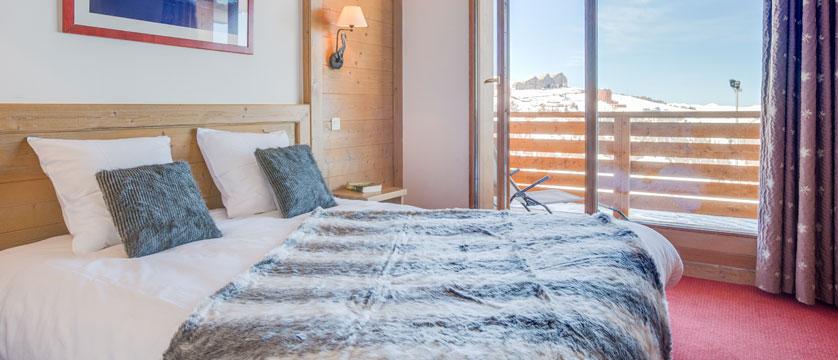 France_LaPlagne_Hotel-Vancouver_superior-bedroom.jpg